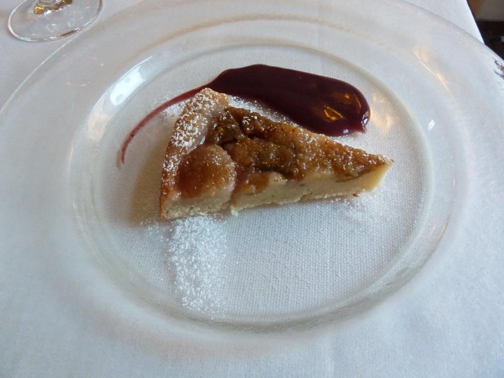 Trattoria Visconti, Torta rovesciata ai fichi con gelè all'uva fragola a metro zero, l'uva cresce proprio al limite delle mura del ristorante