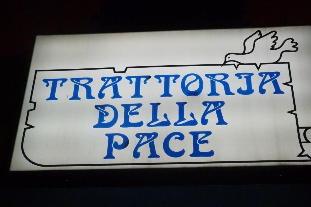 Trattoria della pace, insegna