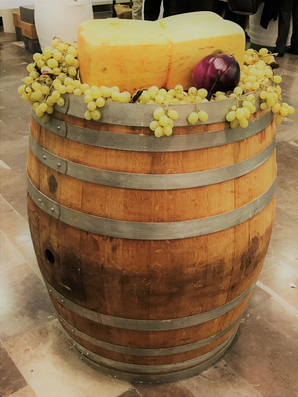 Cerasuolo-night-formaggi e uve su botte