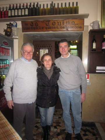 Tonino Canfora Oste Scugnizzo con la quinta generazione, i figli Anna e Paolo