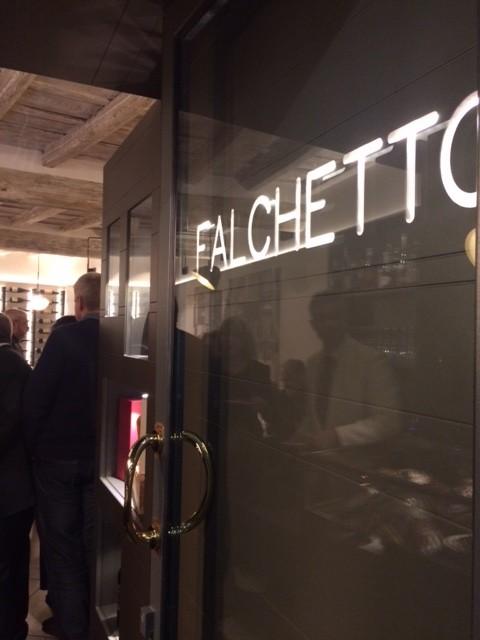 Il Falchetto, Insegna del locale