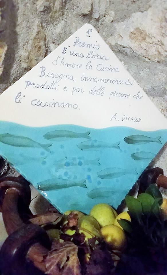 La targa del primo premio in ceramica