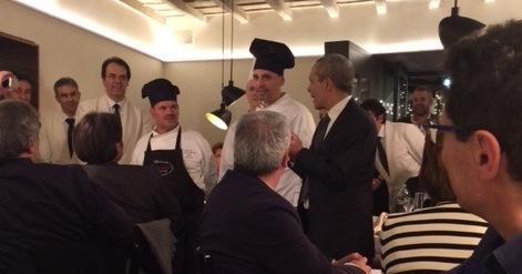 Lo staff del Falchetto con lo chef Jerry