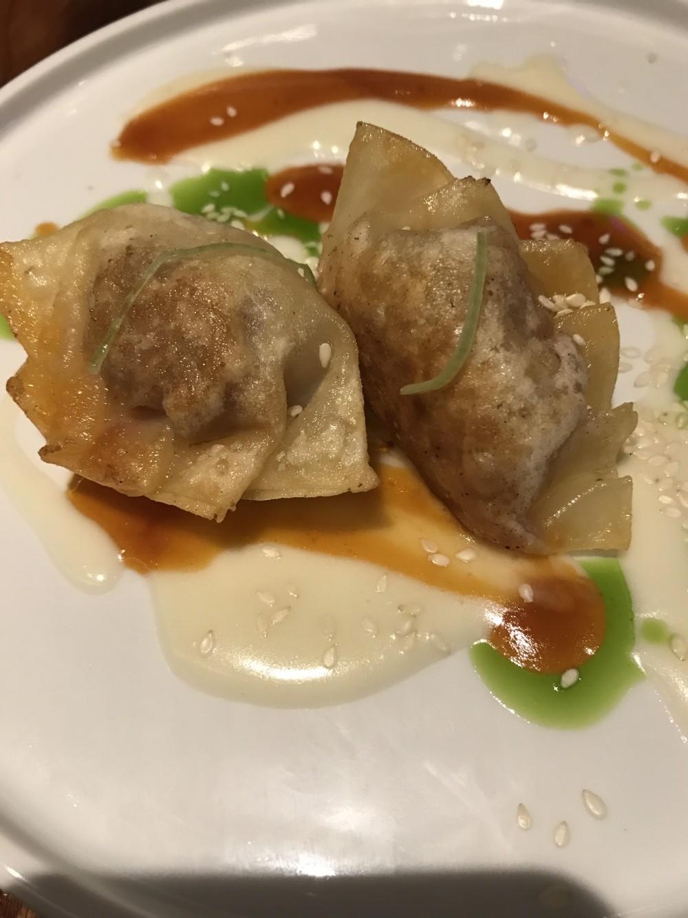 Asiatique, Gyoza di anatra e foie gras-ravioli alla piastra con fonduta al parmigiano 36 mesi