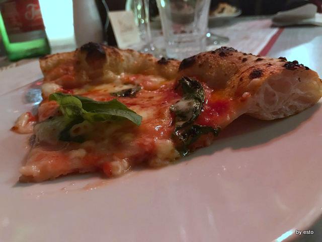 Casa Vitiello Francesco Vitiello e  pizza Margherita struttura