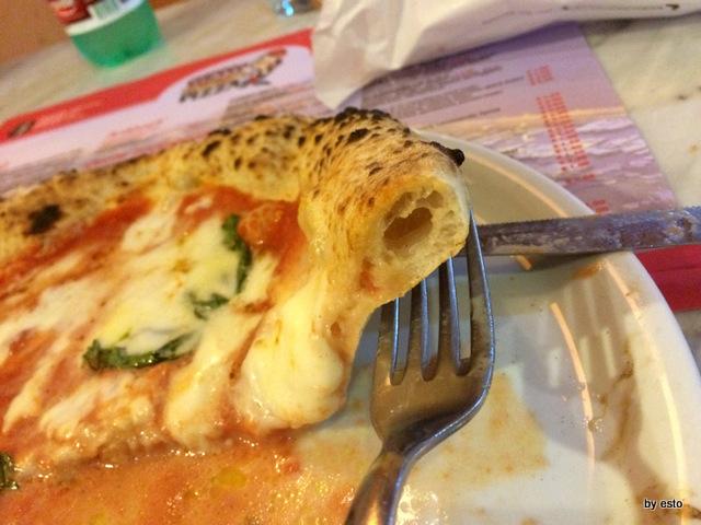 Checco Pizza Lecce. La pizza margherita il cornicione