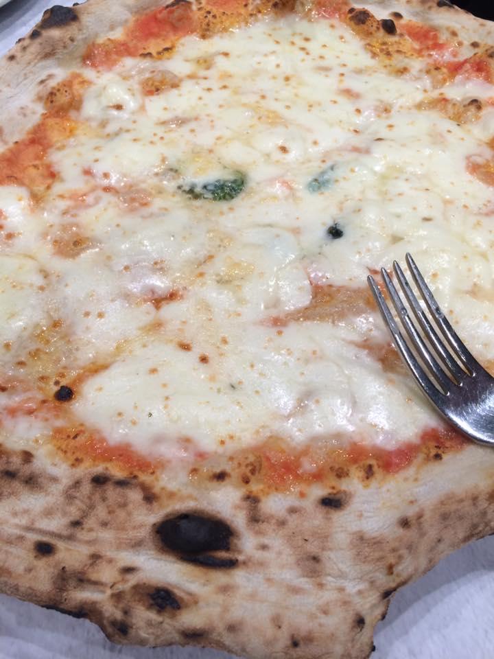 Da Michele a Roma, la margherita con doppia mozzarella