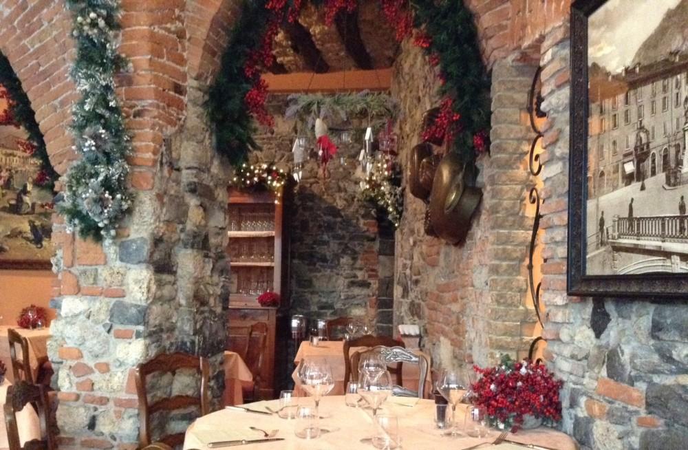 Lecco, Trattoria Corte Fiorina, l'accogliente saletta in versione natalizia