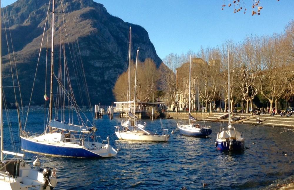 Lecco, le barche a vela e il lungolago