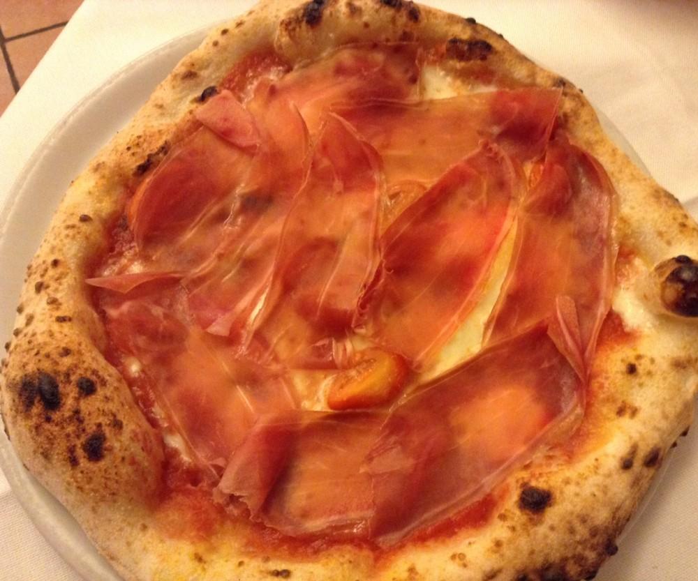 Pizza Lipen, bufala DOP, mozzarella fdl di Agerola, pomodoro S.Marzano DOP, pomodorini, crudo, grattugiato, basilico, olio EVO