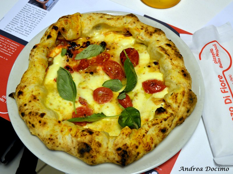 La pizza con il Soffritto di Vincenzo Di Fiore della Pizzeria Bella Napoli ad Acerra