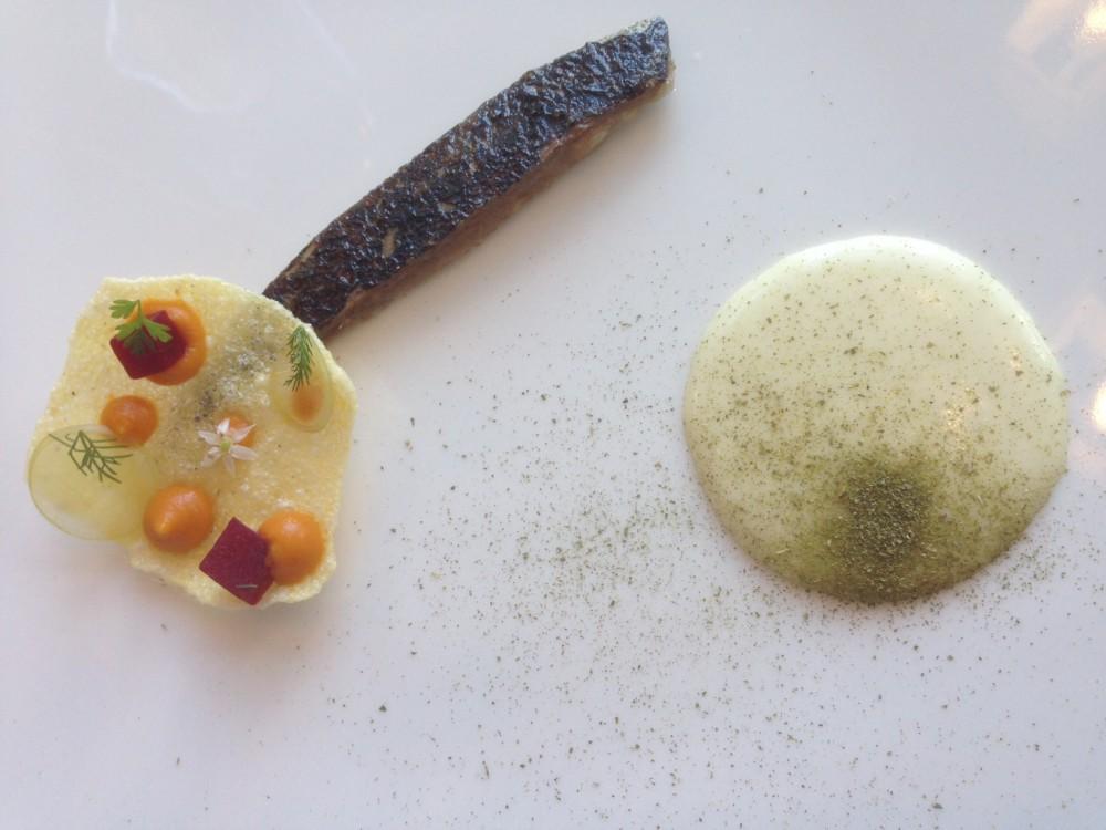 Leggenda dei Frati, Sgombro marinato, cialda di polenta con crema di carote, polvere di sedano