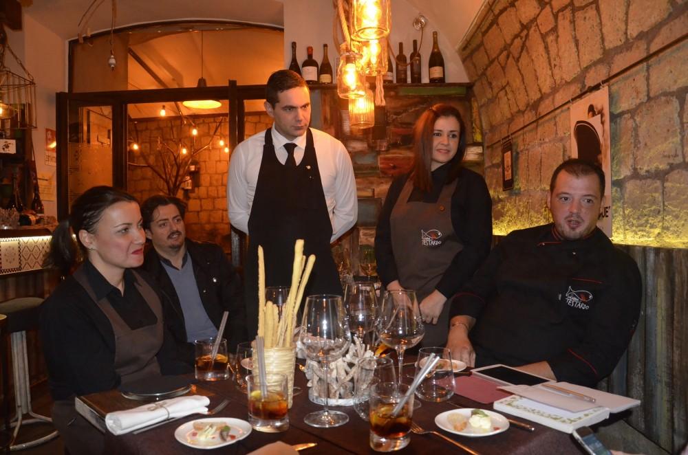Luca Esposito e lo staff de La Locanda del Testardo
