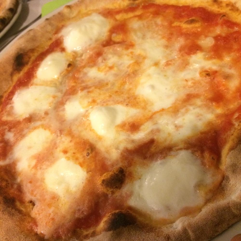 O' Scugnizz Pizzeria Ruvo - La Margherita con Bufala