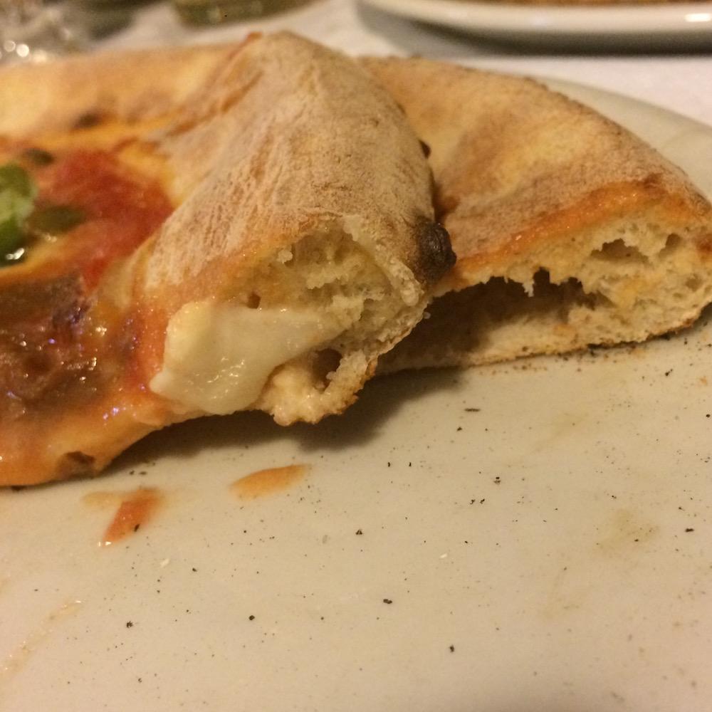 O' Scugnizz Pizzeria Ruvo - particolare spicchio