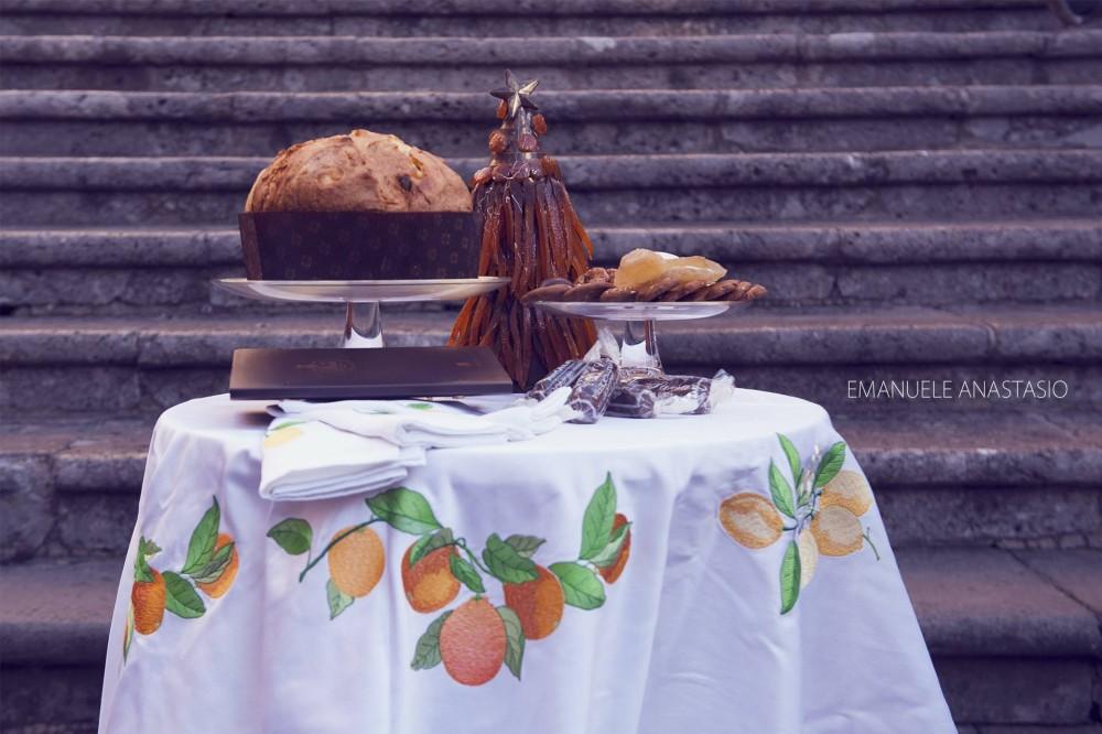 Pansa - Capuano,  2 - Il panettone di Pansa e il tovagliato di Capuano