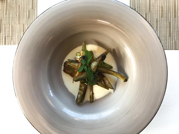 Ristorante Radici--dal menù vegetariano, carciofo arrosto alla menta con fonduta di provola