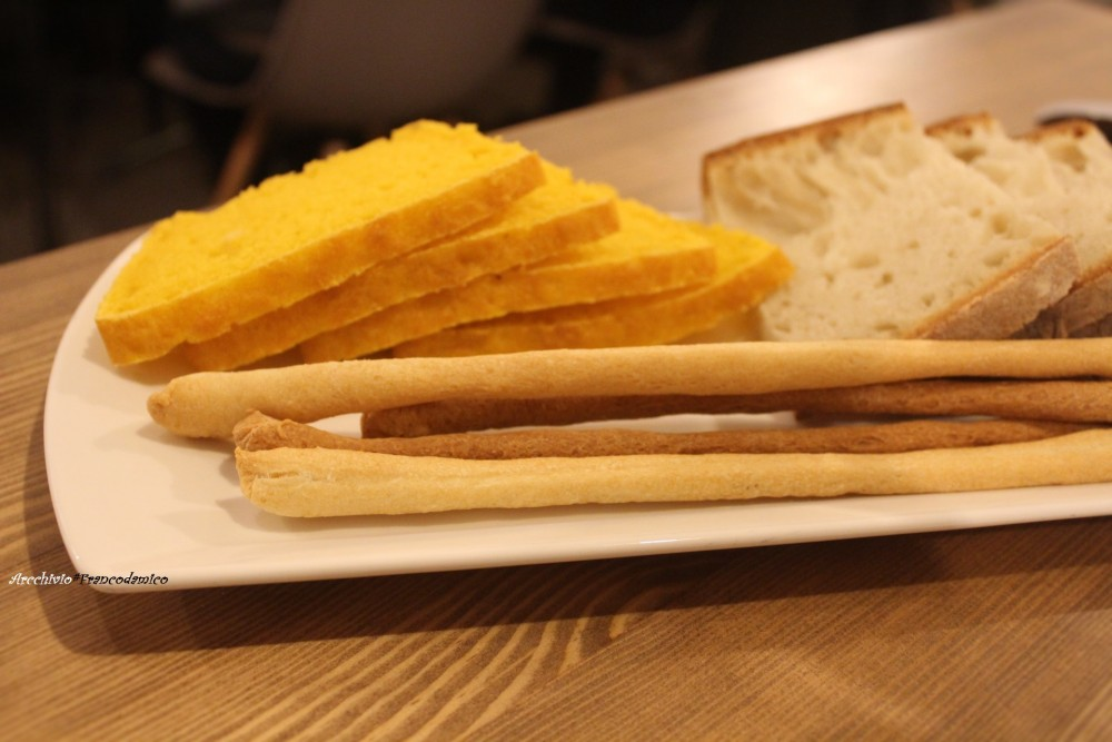 Il pane prodotto del Bistrot 26 con variante alla zucca