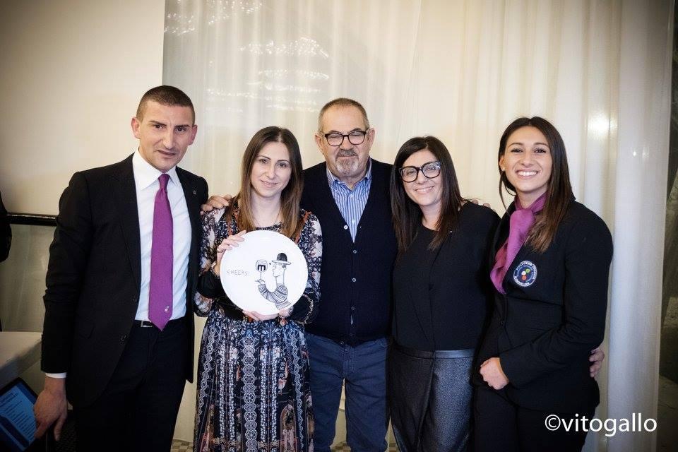 Giuseppe Cupertino, Paolo Lauciani con Simona, Marika e Pietro Lacaita, proprietari di Vinilia wine resort
