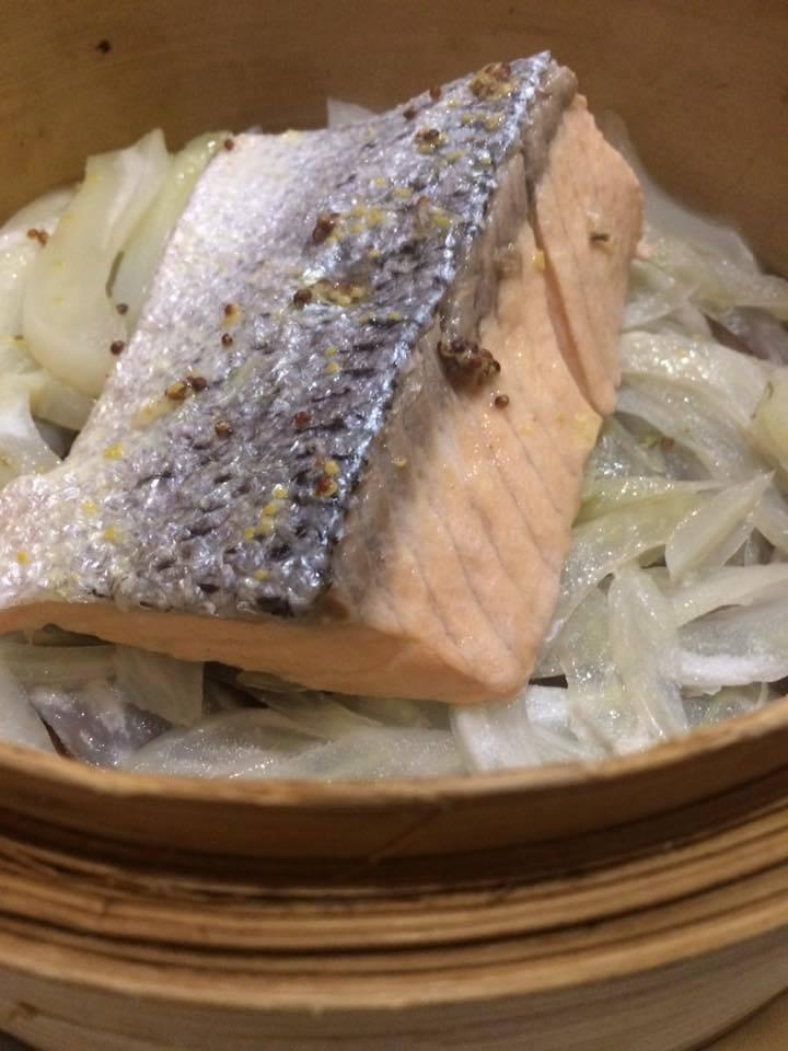Gerani, cestino di salmone e finocchi al vapore