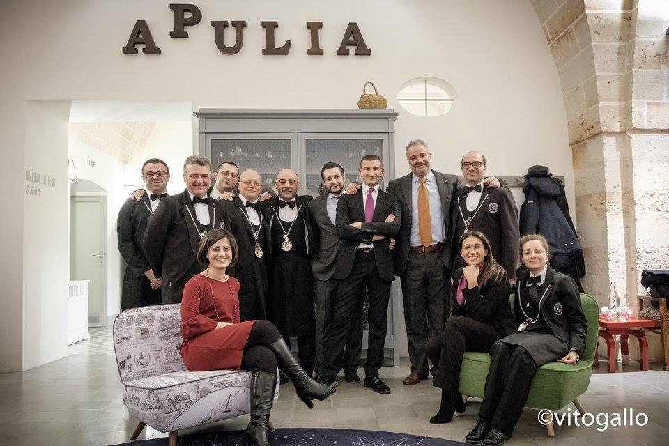 Giuseppe Cupertino, Paolo Lauciani, i sommelier di Fis Puglia con Gianni Baccaro, maitre di Casamatta, il ristorante di Vinilia