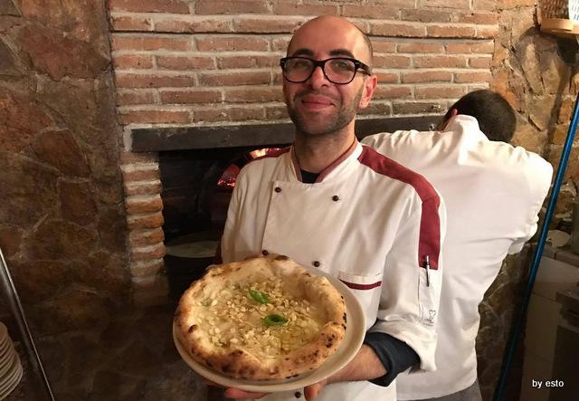 'A  Luna Rossa la  pizza  pera e gorgonzola