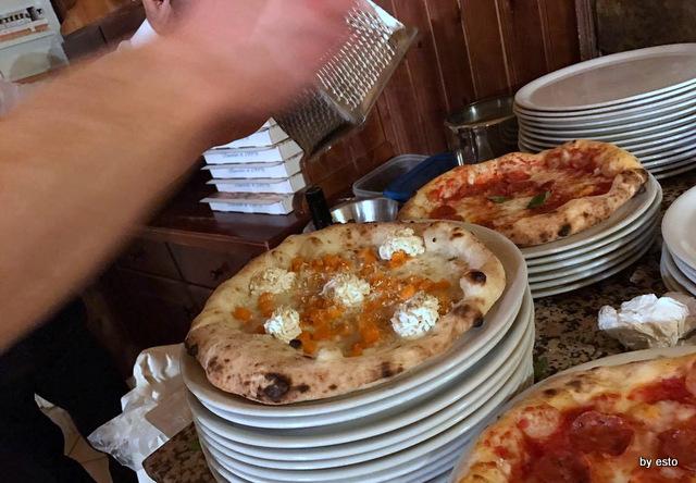'A  Luna  Rossa la  pizza zucca noci ricotta conciato