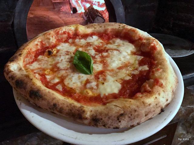 'A Luna Rossa   pizza margherita