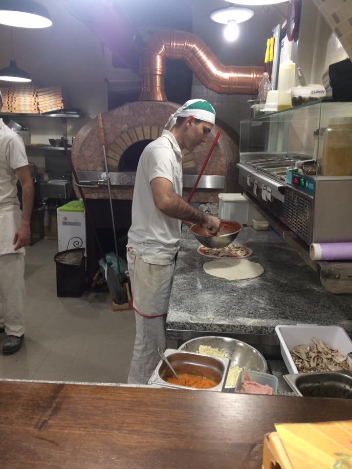 Al Grottino, pizzaioli al lavoro