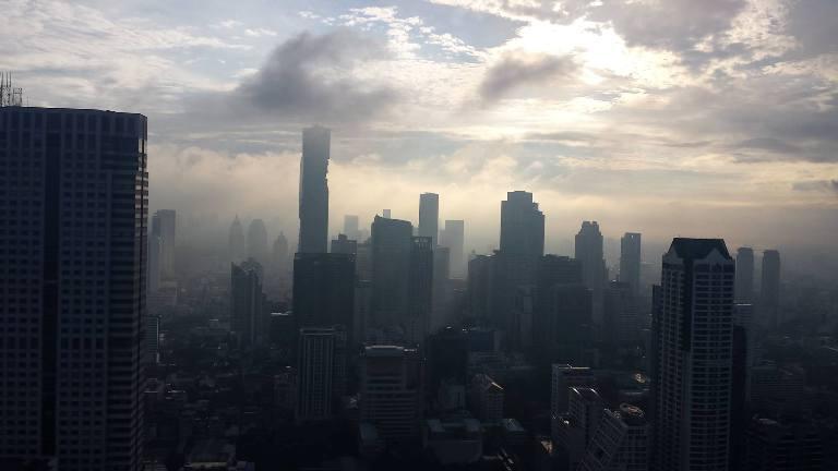 Bangkok, una vista della metropoli all'alba da una delle suite del Lebua - foto di Novella Talamo