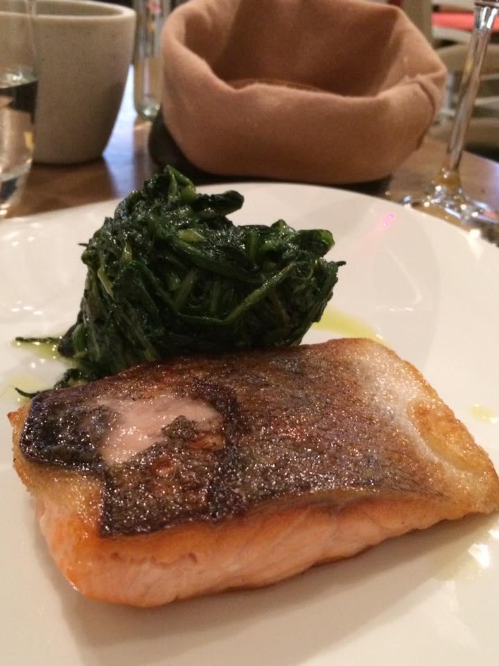 Cuoco e Camicia, salmone e cicoria