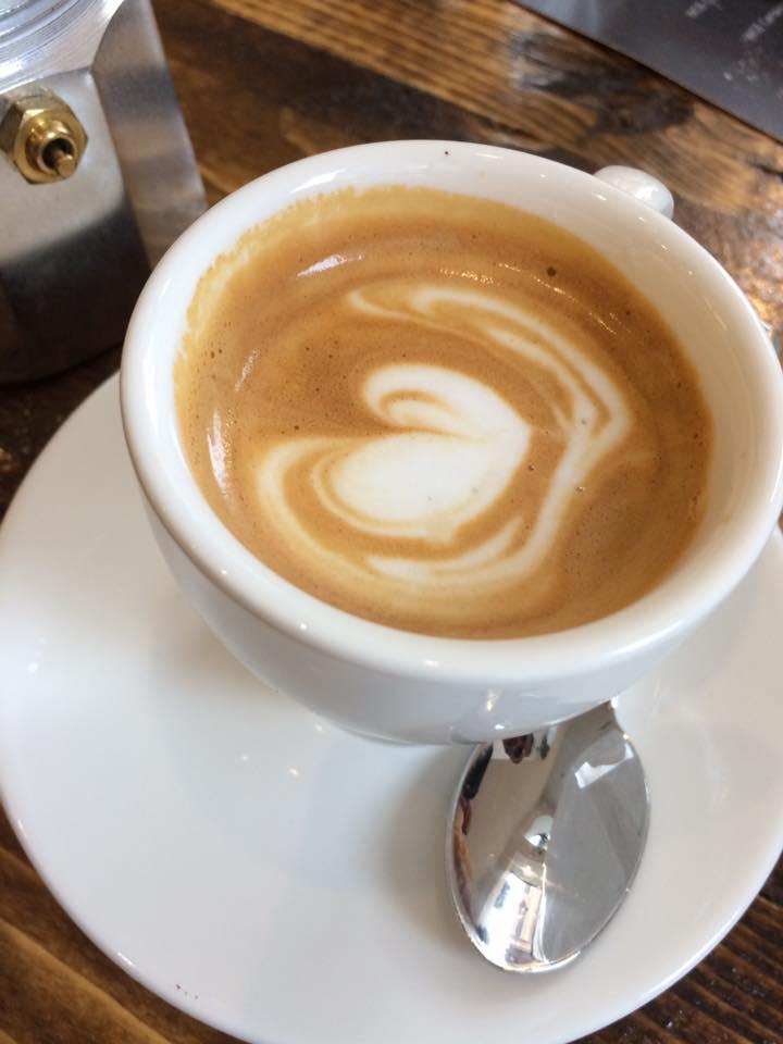 Faro, caffe macchiato con crema di latte