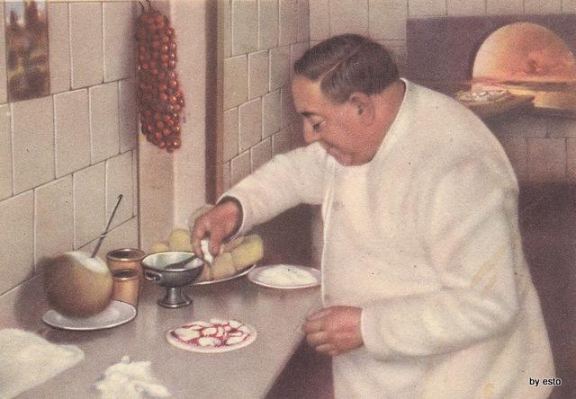 Il comm. Attolini proprietario del ristorante D'Angelo a via Falcone inventore della pizza cu 'o segreto. fonte libro Tommaso Esposito 'a Pizza