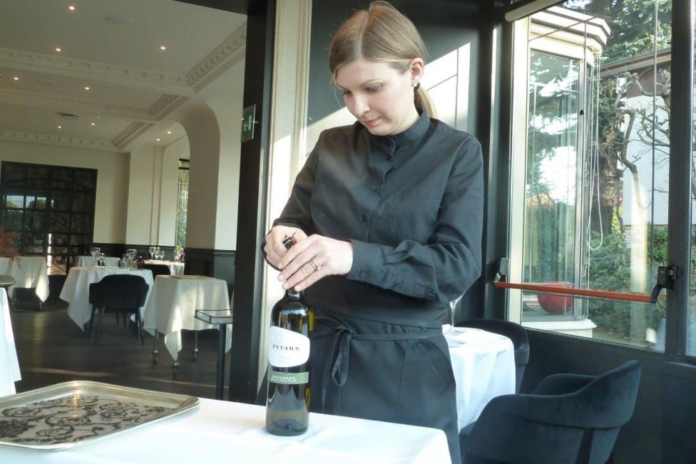 Miramonti, il servizio del vino