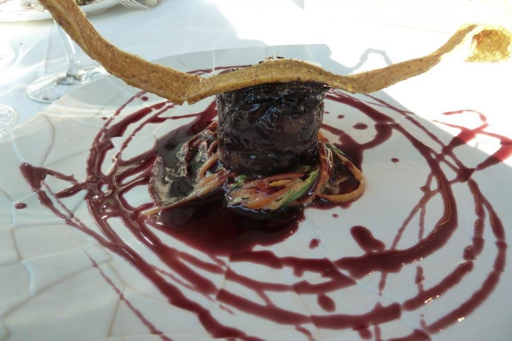 Miramonti, manzo e salsa al vino rosso