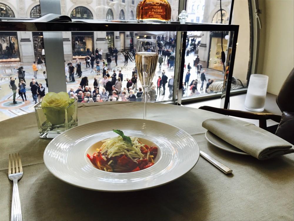 Ottagono, spaghetto con pomodirino appeso e cacioricotta