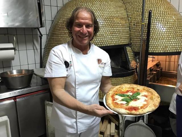 Pizzeria Port'Alba Gennaro Luciano la Pizza Margherita