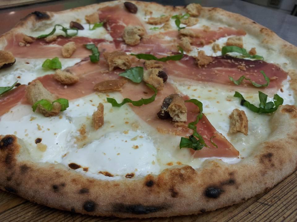 Pizzeria Sant'Antonio, tarall speck e ricotta di fuscella