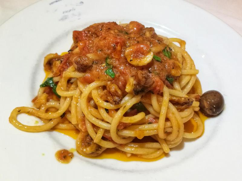 Ristorante 'E Curti. Gli spaghetti con 'o sicchie d'a munnezza