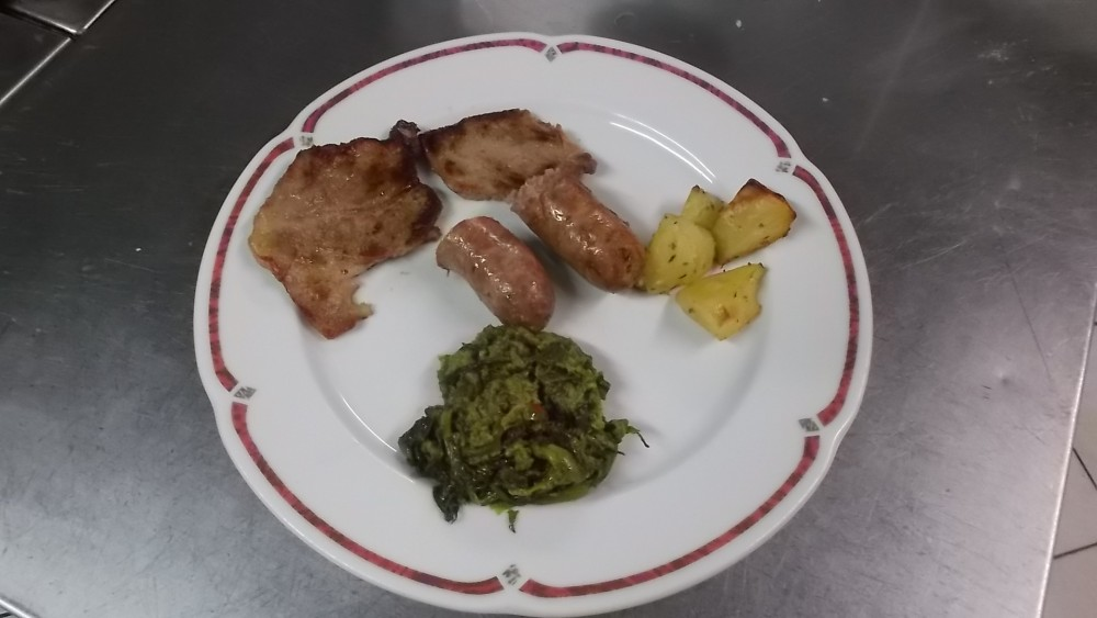 Ristorante Le macine, Carne mista con contorno di patate e broccoli