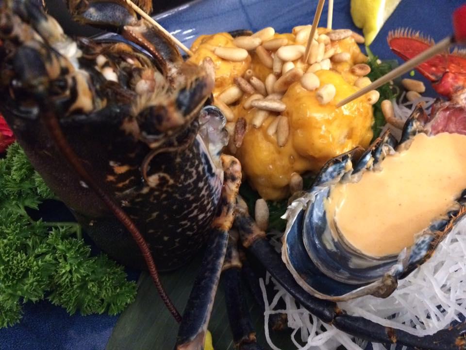 Zenbu. Astice in tempura, la sua salsa e pinoli tostati
