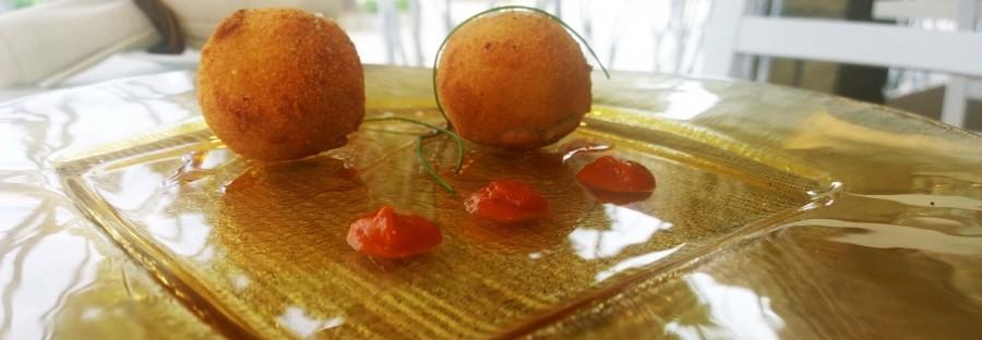 Polpette di baccala', cipollina e papaccelle napoletane