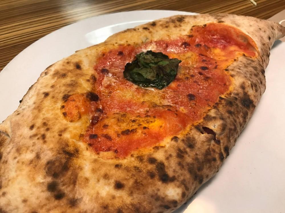 Pizzeria Da Michele I Condurro a Fuorigrotta, il ripieno classico
