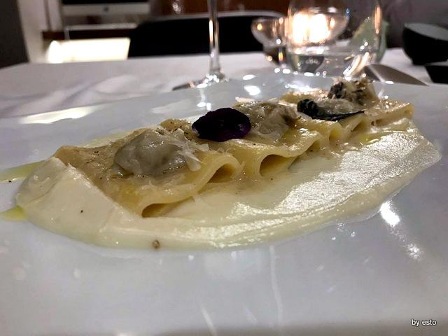 1Q84 Antonio Andreozzi Pacchero cacio pepe e ostriche su crema di cavolfiore