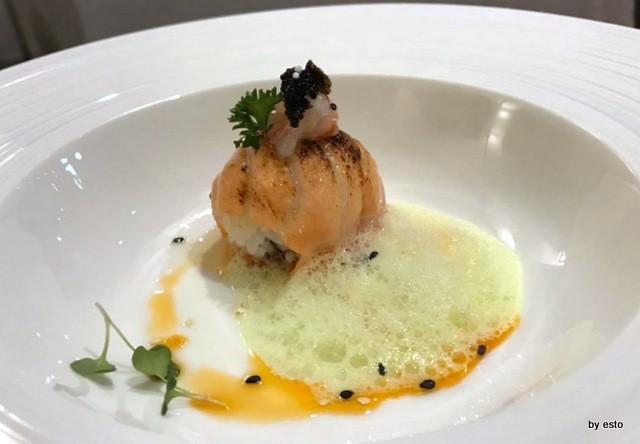 1Q84 Nello Verde Sfera di salmone con tartara di gambero rosso uova di pesce volante e aria di alga wakame