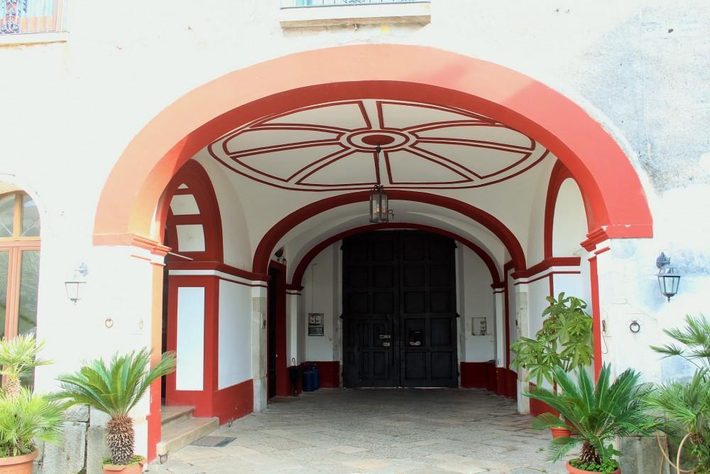 Berola' Distillati porticato di accesso al Casale dell'800