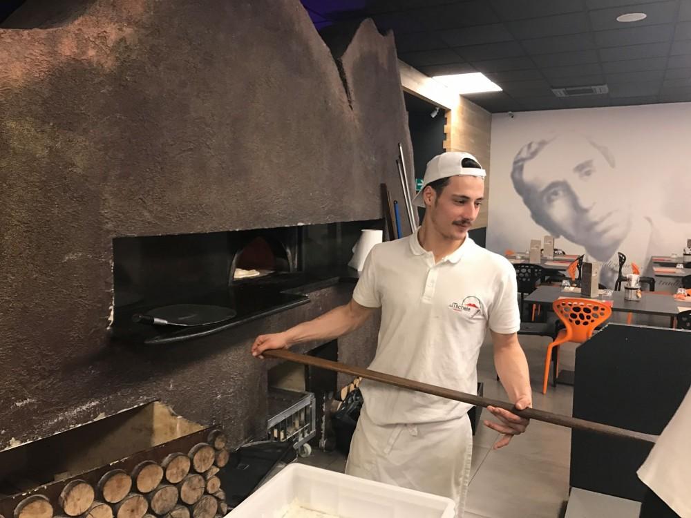Pizzeria Da Michele I Condurro a Fuorigrotta, il forno Vesuvio