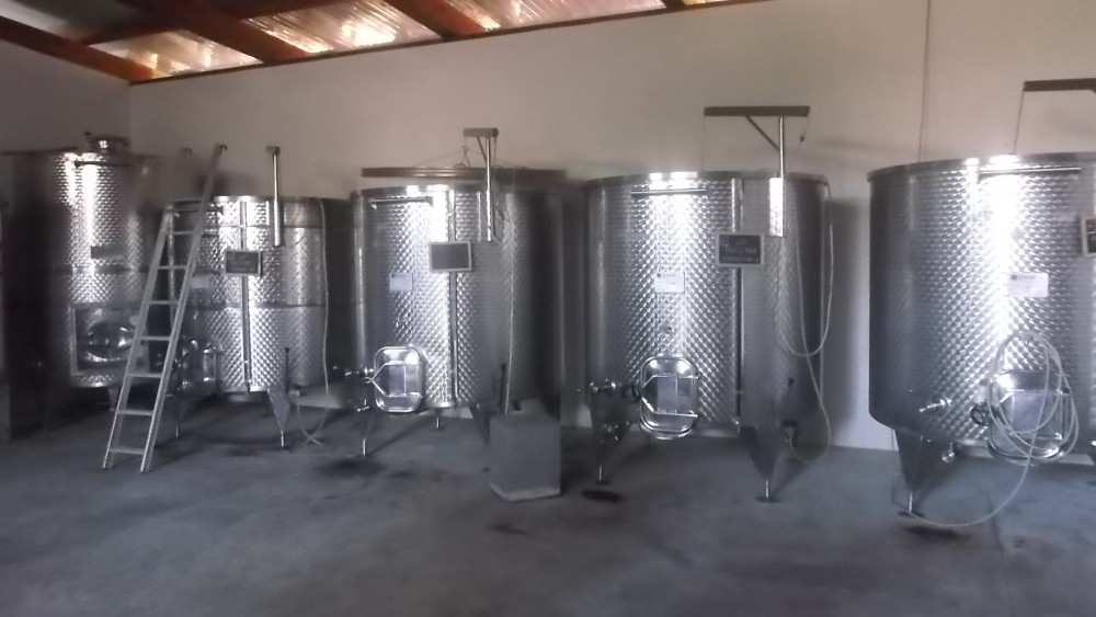 Azienda Pippo Greco, Contenitori in acciaio