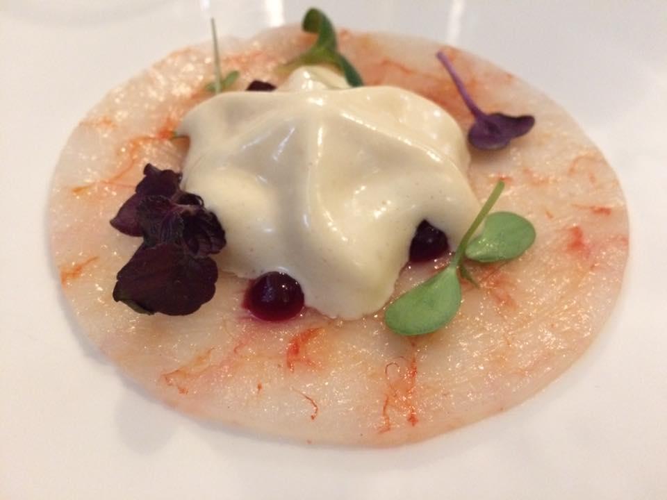 Sancta Sanctorum, Cocktail di gamberi, maionese escoffier e gel di rapa rossa
