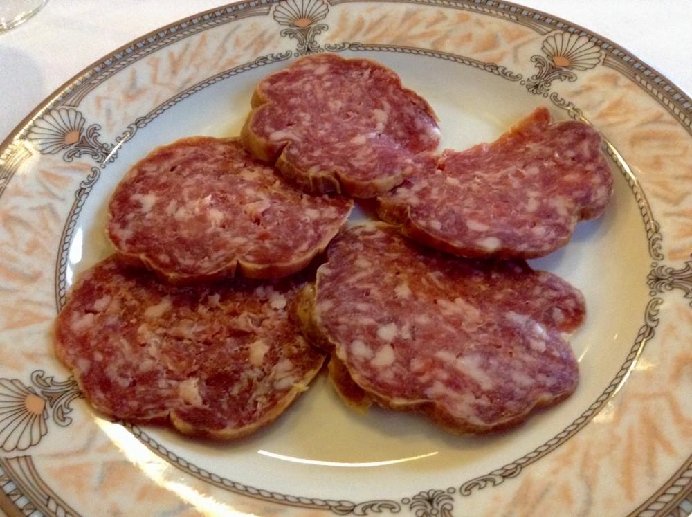 Trattoria Isoletta, il salame nostrano, cinque fette alla buona di qualita' ormai quasi introvabile